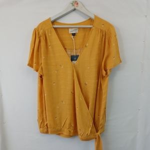 New Universal Threads Blouse XXL Mustard Flowers